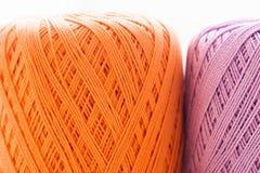 Апельсин и фиолетовая вязать предпосылка потока Стоковые Изображения RF