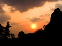 Апельсин неба захода солнца красивый Таиланд Стоковая Фотография