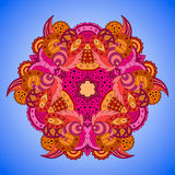 Апельсин-розовая мандала на голубой предпосылке Стоковые Фотографии RF