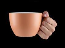 Апельсин - чашка цвета абрикоса - кружка на черной предпосылке Стоковое фото RF