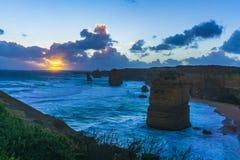 12 апостола вдоль большой дороги океана на заходе солнца Стоковая Фотография RF