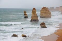 12 апостолов в туманной погоде Стоковая Фотография RF