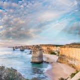 12 апостолов на восходе солнца, изумительном естественном ландшафте большого o Стоковые Фотографии RF