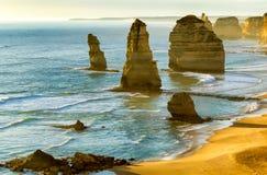 12 апостолов на заходе солнца вдоль большой дороги океана, Виктория - Стоковое фото RF