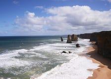 12 апостолов скалистые выходы на поверхность на южном береге Австралии Стоковое Изображение RF