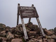 Аппалачский знак следа, саммит Katahdin, парк штата Baxter стоковое фото