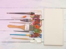 Аппаратура, акварель, щетка, палитра и бумага искусства Стоковые Фото