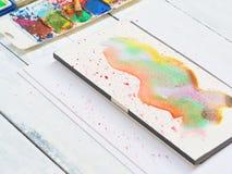 Аппаратура, акварель, щетка, палитра и бумага искусства Стоковые Изображения