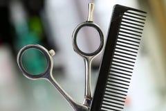 Аппаратура парикмахера установленная перед камерой стоковые изображения rf