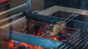 Аппетитная часть зажаренных рыб сток-видео