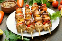 Аппетитное kebab цыпленка с болгарским перцем стоковое фото rf