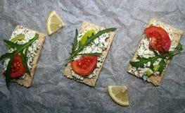 аппетитно Здравицы с сыром cottege стоковые фото
