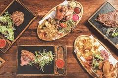 Аппетитные вкусные блюда, который служат в ресторане Стоковое фото RF