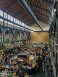 Апрель 2019 - Mechelen, Бельгия: Недавно раскрытое markt еды Smaakmarkt в старом Vleeshalle в центре города Mechelen стоковые фотографии rf