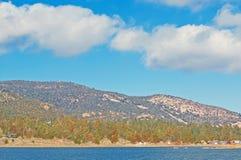 Апрель на озере Big Bear Стоковые Фотографии RF