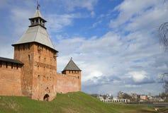 Апрель около Кремля в Veliky Новгороде, России стоковые фотографии rf