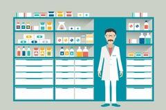 Аптекарь в фармации, аптека человека Полки с медицинами, лечением, пилюльками Стоковые Фото