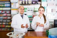 2 аптекаря на приеме farmacy Стоковое Изображение