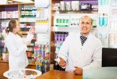 2 аптекаря на приеме farmacy Стоковое фото RF