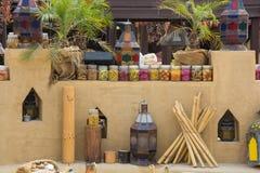 Арабская внешняя кухня на ресторане украшенном с консервами Стоковое фото RF