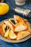 Арабская и ближневосточная концепция еды Sabanekh Fatayer - tradi Стоковое фото RF