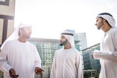 Арабские бизнесмены тратя совместно Стоковая Фотография RF