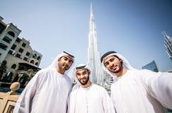 Арабские бизнесмены тратя совместно Стоковая Фотография
