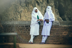 Арабские женщины говоря друг к другу Стоковое Фото