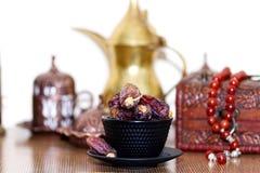 Арабские традиционные блюда, баки и датируют плодоовощи Украшение праздников kareem ramadan Стоковая Фотография