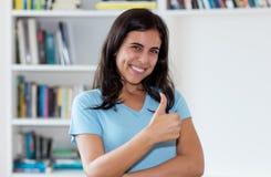 Арабский большой палец руки показа женщины вверх стоковые фотографии rf
