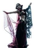 Арабский силуэт танцев исполнительницы танца живота женщины стоковая фотография
