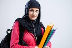 Арабский студент держа папки Стоковая Фотография