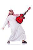 Арабский человек играя гитару Стоковые Фото