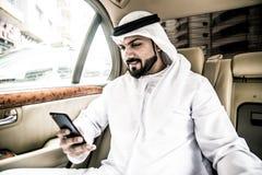 2 арабских бизнесмена внутри лимузина Стоковая Фотография RF