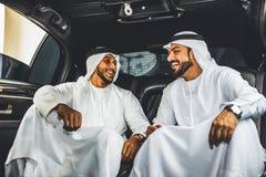 2 арабских бизнесмена внутри лимузина Стоковое Изображение