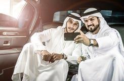 2 арабских бизнесмена внутри лимузина Стоковые Фото