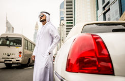 2 арабских бизнесмена внутри лимузина Стоковые Фотографии RF