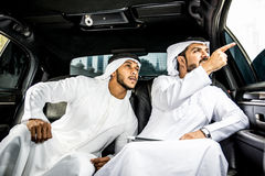2 арабских бизнесмена внутри лимузина Стоковое фото RF