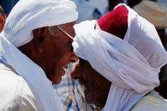 2 арабских джентльмена, рынок Douz, Тунис Стоковые Изображения