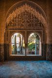 Аравийские двери с деталями на стене и на дверях, handcra Стоковые Фотографии RF