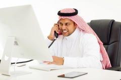 Аравийский телефон бизнесмена Стоковое Фото