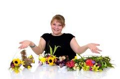 аранжировать детенышей девушки цветков Стоковые Изображения