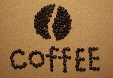 Аранжируют кофейные зерна в английские письма Стоковые Фотографии RF