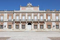 Аранхуэс, Испания; 12-ое ноября 2018: Ворота acess фасада стороны королевского дворца стоковое фото rf