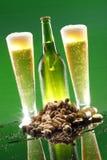 арахисы пива холодные высокорослые Стоковые Изображения RF