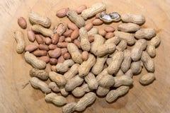 АРАХИС и вся предпосылка древесины грецких орехов Стоковое Изображение