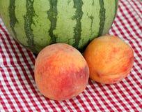 Арбуз и 2 персика Стоковое фото RF