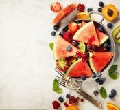 Арбуз, плодоовощи, ягоды и листья мяты Concep плодоовощ лета Стоковое Изображение RF