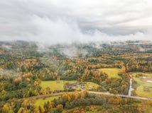 Ареальное фото литовской стороны страны на туманный день Стоковые Изображения RF