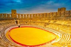 Арена и римский амфитеатр в Arles, Франции стоковые фотографии rf